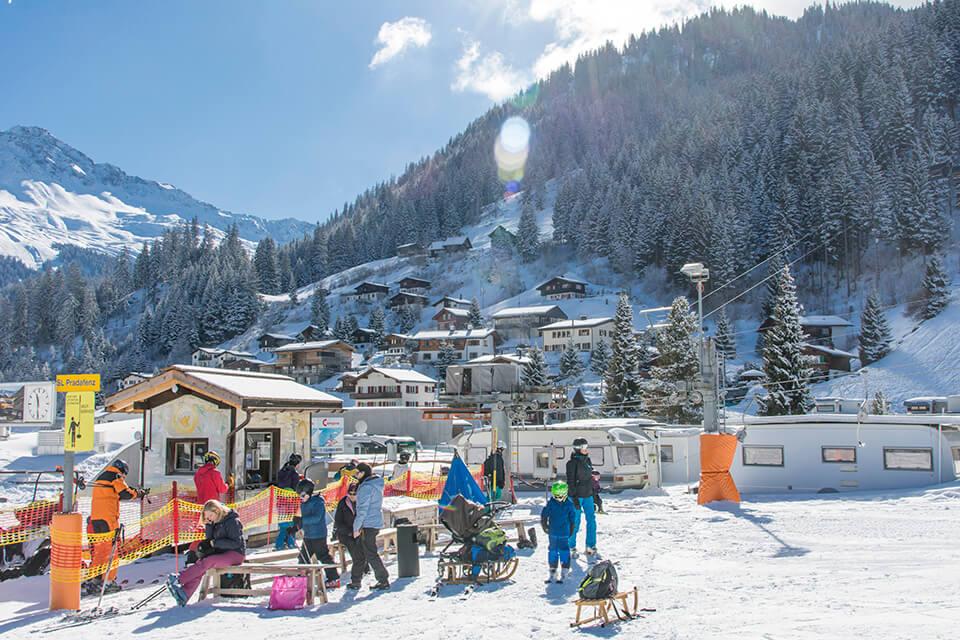 Skilift Camping Pradafenz Churwalden Graubünden Schweiz im Winter