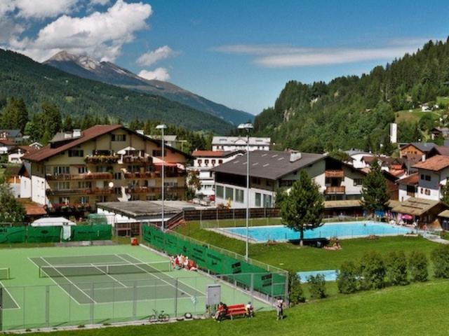 Camping Pradafenz empfiehlt Freibad Tennisplatz Pradaschier Churwalden Graubünden Schweiz
